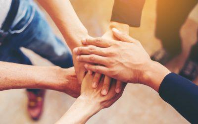 Trabajadores motivados con un evento de Team Building